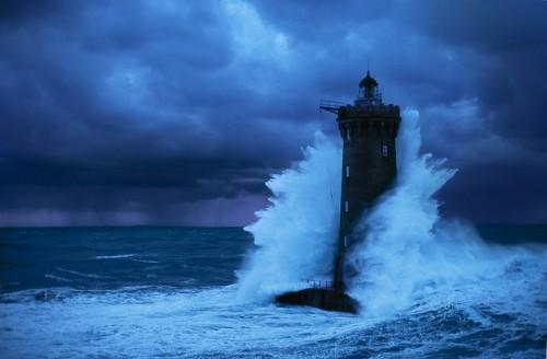 faro nella tempesta 6